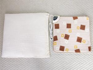 山善の電気ミニマット 座布団とのサイズ比較