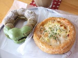 ポン・デ・抹茶ミルククランチとエビグラタンパイ