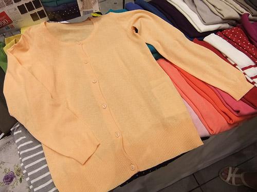 セシール 40色クルーネックニットカーディガン シャーベットオレンジ