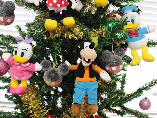 ミッキーフレンズクリスマスツリー ドナルドとデイジーとグーフィーのぬいぐるみ