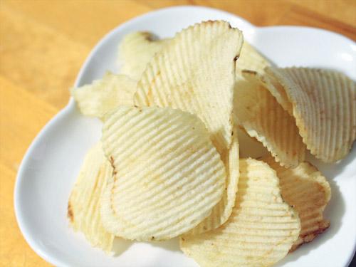 ポテトチップスギザギザ 塩レモン味 中身