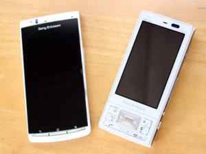 au Xperia? acro IS11SとS003